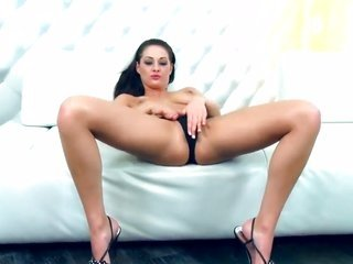 Dana Weyron prefers masturbating as a result of you to catch a glimpse of and enjoy