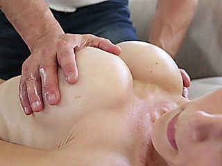 Mckenzie Lee massage