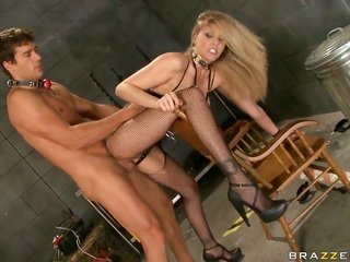 Julia Ann with yummy bra buddies sucks Ramons meat rod with admiration in like manner longing