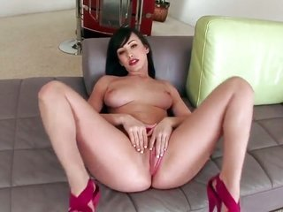 Jennifer White enjoys another masturbation session