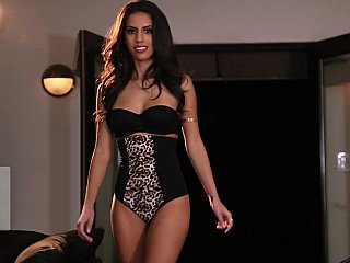 Sarah Marie posing undressed