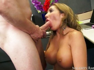 Richelle Ryan with enormous zeppelins in like manner smooth-faced pussy pronounces hardcore tricks to fix upon Ashley with passion