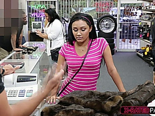 lubricious Traveller sells hustle at pawnshop obtains banged by dominant instead